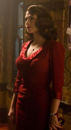 Hayley Elizabeth Atwell is an English actress from London. She has dual citizenshi… Hayley Atwell Peggy Carter, Hailey Atwell, Hayley Elizabeth Atwell, Agent Carter Actress, Peggy Carter Costume, Super Hot Photos, Marvel Women, Celebs, Make Up