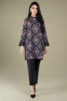 Explore stunning collection of Kayseria lawn and get instant discount today. Pakistani Fashion Casual, Pakistani Dresses Casual, Indian Fashion Dresses, Abaya Fashion, Casual Formal Dresses, Stylish Dresses, Casual Dresses For Women, Pakistani Dresses Online, Indian Designer Suits