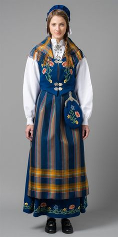 The Nordland bunad has been named Norway's most beautiful bunad year after year. The blue Nordland national costume in cloth is the most popular variant of the national costume today.There are 2 colours (blue or green) and 2 fabric qualities to choose from. Folk Clothing, Historical Clothing, Norwegian Clothing, Costume Ethnique, Costumes Around The World, Ethnic Dress, Folk Costume, Ethnic Fashion, Traditional Dresses
