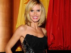 Image from http://styletopicture.com/wp-content/uploads/2014/10/medium-length-layered-bob-hairstyles-2.jpg.