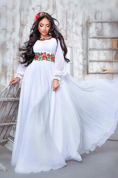 Сукня з вишивкою