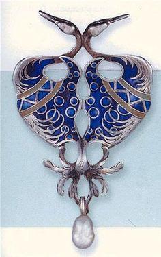 RENÉ LALIQUE. 1900 Silver and enamel brooch with baroque pearl drop. Chubb Collectors