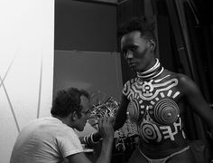 Behind the scenes of Robert Mapplethorpe's photo shoot of Grace Jones for Interview magazine (Andy Warhol watching), her body painted by Keith Haring. The session took place in New York, July Behind the scenes pictures by Javier Porto Keith Haring, Robert Mapplethorpe, Grace Jones, Andy Warhol, Larry Levan, Kenny Scharf, Psychedelic Experience, William Eggleston, Design Movements