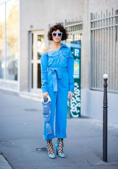 23 Head-Turning Street Style Looks from Paris Fashion Week Street Style 2018, Street Style Summer, Street Style Looks, Dope Fashion, High Fashion, Paris Fashion, Fashion Spring, Street Fashion, Neon Outfits