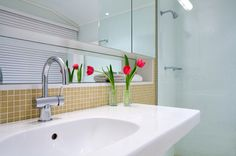 10 Golden Rules of Bathroom Cleaning - Part 1 - Cleaning Day Bathroom Cleaning Hacks, Cleaning Day, Grout Cleaning, Cleaning Service, Bathroom Installation, Bathroom Countertops, Minimalist Bathroom, Bathroom Renovations, Bathrooms