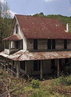 """Forgotten Canning House...""""NOT"""" A Farm House Abandoned Mansion For Sale, Abandoned Farm Houses, Old Abandoned Buildings, Old Farm Houses, Abandoned Mansions, Old Buildings, Abandoned Places, Mansion Interior, Old Barns"""
