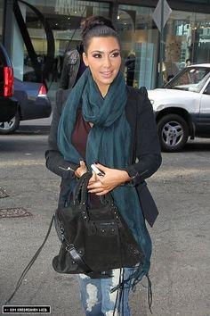Kim Kardashian Photos Photos: Kim Kardashian in NYC Kardashian Photos, Kim Kardashian, Unique Outfits, Chic Outfits, Paparazzi Fashion, Vanity Fair Oscar Party, How To Wear Scarves, Photo L, Fall Winter Outfits