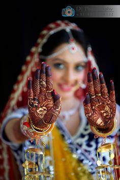 Indian wedding poses, indian wedding bride, indian bridal photos, wedding p Indian Wedding Poses, Indian Bridal Photos, Indian Wedding Couple Photography, Bride Photography, Bride Indian, Mehendi Photography, Photography Ideas, Indian Bride Poses, Indian Mehendi