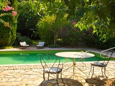 Isle sur Sorgue, Provence Holiday Rental Cottage With Pool - L'Arbousier   www.theluberon.com
