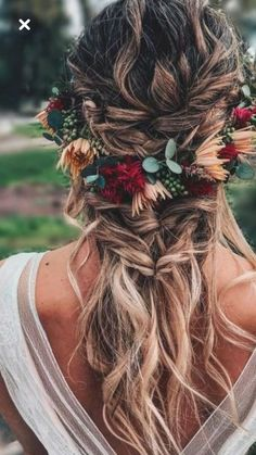 Berries and burgundy blooms for a flower crown that blends with the hairdo. hochzeitsfrisuren photo 2019 Berries and burgundy blooms for a flower crown that blends with the hairdo. Wedding Hair And Makeup, Hair Makeup, Diy Wedding Hair, Wedding Accessories For Hair, Braided Wedding Hair, Diy Bridal Hair, Hair Accessories, Gift Wedding, Bridal Gown