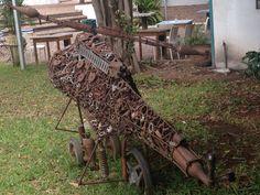 Conoscete Gonçalo Mabunda? Artista, scultore, crea opere utilizzando residuati bellici disinnescati http://www.ilteatrofabene.it/goncalo-mabunda/