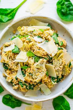 Spinach And Artichoke Quinoa Salad - All the flavors of classic spinach and artichoke dip are in this HEALTHY salad! The only thing that's missing is tons of fat and calories! FAST, EASY, naturally gluten-free, vegetarian, and tastes DELISH! Healthy Salad Recipes, Vegan Recipes Easy, Vegetarian Recipes, Keto Recipes, Cooking Recipes, Artichoke Salad, Artichoke Recipes, Muesli, Slimming World