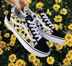 Shoes Aesthetic shoes Vans sneakers Vans shoes Outfit shoes Best baby shoes Would you wear this amazing snkrs vans Sneakers Vans, Moda Sneakers, Cute Sneakers, Sneakers Mode, Sneakers Workout, Vans Shoes Fashion, Basket Vans, Best Baby Shoes, Custom Vans Shoes