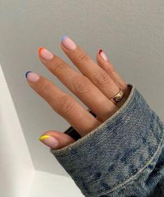 Semi-permanent varnish, false nails, patches: which manicure to choose? - My Nails Nagellack Design, Nagellack Trends, Hair And Nails, My Nails, Red Tip Nails, Colour Tip Nails, Gradient Nails, Rainbow Nails, Fire Nails