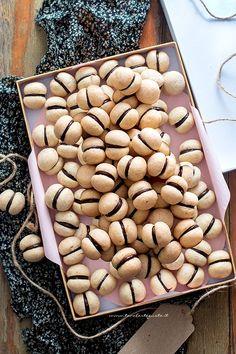 Baci di dama, the original Piedmontese recipe and step by step Tricks Sweet Recipes, Cake Recipes, Dessert Recipes, My Favorite Food, Favorite Recipes, Biscotti Cookies, Italian Cookies, Creative Cakes, Tricks
