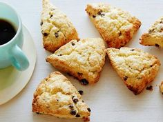 Cream Scones with Currants : Stir currants into these scones that make a great breakfast snack. For a richer, darker crust, brush the tops of the scones with heavy cream and sprinkle with sugar before baking. via Food Network Currant Recipes, Currant Scones Recipe, Food Network Recipes, Cooking Recipes, Dried Cranberries, Savory Scones, Cheese Scones, Cheddar Cheese, Pastries