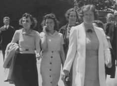 Is this the world's first cell phone? Film from 1938 shows a woman talking on a wireless device. but it is not 'time travel' family say to the disappointment of conspiracy theorists Steve Jobs, Time Travel Proof, World Mobile, Mysterious Universe, Unexplained Mysteries, Ancient Mysteries, Weird News, Mystery Of History, Brunette Woman