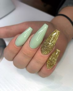 Pretty green and gold nailart Diy Nail Designs, Colorful Nail Designs, Acrylic Nail Designs, Acrylic Nails, Acrylics, Glam Nails, Hot Nails, Beauty Nails, Hair And Nails