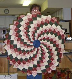 quilts without corners book Christmas Tree Skirts Patterns, Fabric Christmas Trees, Bargello Patterns, Bargello Quilts, Circle Quilts, Quilted Table Runners, Book Quilt, Barn Quilts, Quilting Designs