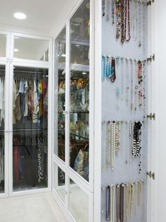 Storage Jewelry Inspiring Spaces Walk in Closet - Walk in Closet Storage Ideas Necklace Storage, Jewellery Storage, Jewelry Organization, Home Organization, Necklace Holder, Jewelry Holder, Necklace Display, Jewelry Organizer Drawer, Bracelet Storage