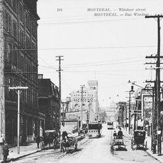Cette carte postale de la rue Peel  à l'époque la rue Windsor coin St-Jacques semble avoir été prise à la toute fin du 19e siècle avant l'agrandissement du Queen's Hotel que l'on peut voir à gauche de la photo.l'hôtel fut démoli au début des années 1990. . BAnQ VM105-Y-1_0145-005 . . #514 #mtl #yul #montreal #montréal #montréaljetaime #streetsof514 #montreallife #cinqcentquatorze #mtlmoments #375mtl #archives #history#archivesmtl #vintage #VilleMarie