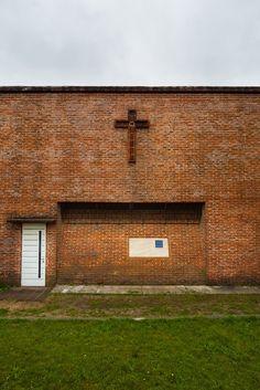 """乌拉圭建筑师Eladio Dieste(艾拉迪欧.迪斯特)的建筑看上去让人觉得不可思议,他的建筑总是和诸如""""红砖、大跨、直纹扭曲面、低成本""""等具有完全相反意向的关键词联系在一起,将材料、结构和形式自然的融合……"""