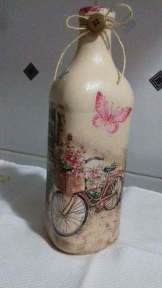 how to fabric decoupage wine bottle Glass Bottle Crafts, Wine Bottle Art, Painted Wine Bottles, Diy Bottle, Vintage Bottles, Beer Bottle, Decoupage Jars, Decoupage Vintage, Jar Art