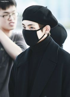 Find images and videos about kpop, bts and korean on We Heart It - the app to get lost in what you love. Bts Airport, Airport Style, Airport Fashion, Daegu, Bts Boys, Bts Bangtan Boy, V Bta, Kim Taehyung, Taehyung Fanart