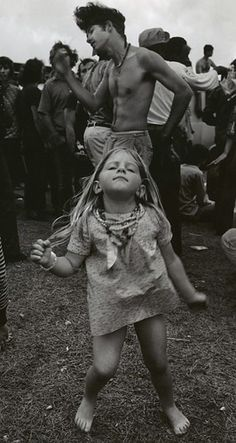"Woodstock - ""my Dad took me to this place with a million people. i think it was called Woodstock"" Festival Woodstock, Woodstock Music, Woodstock Photos, Woodstock Poster, 1969 Woodstock, Woodstock Concert, Woodstock Hippies, Jolie Photo, Lets Dance"