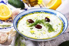 Tzatziki przepis. Grecki sos / dip tzatziki na bazie gęstego jogurtu z ogórkiem, czosnkiem i koperkiem. Bardzo smaczny do mięs i chlebków pita. Tzatziki, Hummus, Grilling, Ethnic Recipes, Homemade Hummus, Crickets
