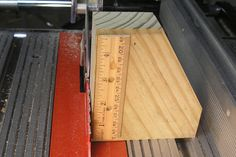Table Saw Blade Height Gauge - Homemade table saw blade height gauge fashioned from plywood and a wooden scale. Router Table Plans, Woodworking Table Saw, Jet Woodworking Tools, Homemade Tables, Table Saw Blades, Miter Saw, As You Like, Scrap, Ruler