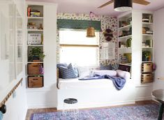 Jessica shares her IKEA hack -- a daybed reading nook -- made from 4 BILLY bookcases. It's amazing how it turned out. They used and to built bases for the shelves and the daybed portion. Then, topped the daybed with plywood. Floating Bookshelves, Bookshelves Built In, Billy Bookcases, Built Ins, Bedroom With Bookshelves, Ikea Bookcase, Bookshelf Ideas, Ikea Daybed, Kallax