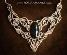 Obsidian necklace by Macramania Collar Macrame, Macrame Necklace, Macrame Jewelry, Macrame Bracelets, Diy Necklace, Necklace Designs, Crystal Jewelry, Micro Macramé, Jewelry Knots