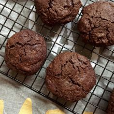 chocolate chip cookies (sweetened with rapadura or coconut sugar). Healthy Cake Recipes, Healthy Treats, Diabetic Recipes, Real Food Recipes, Snack Recipes, Free Recipes, Healthy Food, Healthy Eating, Yummy Food