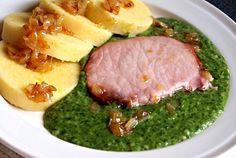 Vařená uzená kotleta, dušený špenát a bramborový knedlík