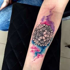 Mandala Tattoo | aquarela no braço