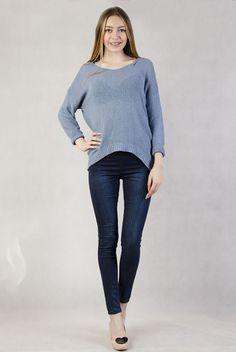 Sweterek z asymetrycznym dołem niebieski