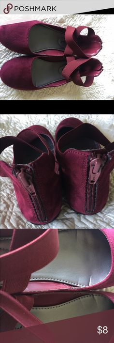 Girls Cat and Jack zip back ballet flats, size 1 EUC pair of Cat and Jack girls ballet flats in burgundy, size 1. Worn a couple times, but look new. Love so much we have the next size up due to sudden growth spurt! From a smoke free home with pets. Cat and Jack Shoes
