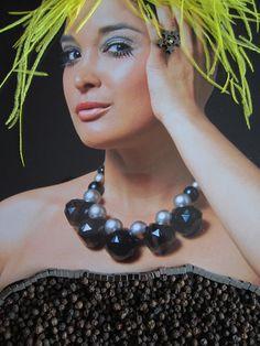 crea-tiff - bijoux Necklaces, Sculpture, Lady, Jewelry, Fashion, Bijoux, Moda, Jewlery, Fashion Styles