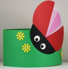 Verjaardagsmuts.nl|Handgemaakte persoonlijke verjaardagsmutsen - Buiten - Lieveheersbeestje Preschool Crafts, Crafts For Kids, Diy Crafts, Lady Bug, Hedgehog Birthday, Hedgehog Craft, Birthday Charts, Paper Crowns, Diy Butterfly