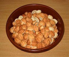 Nuci si cornulete- fragede de se topesc in gura - Bunătăți din bucătăria Gicuței Gem, Almond, Food And Drink, Gemstones, Almond Joy, Almonds, Gems, Gemstone