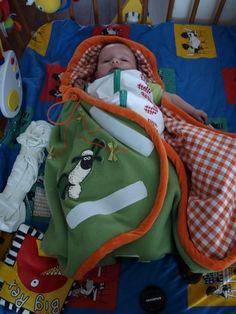 Baby wikkeldeken, patroon via http://praatplaats.webhex.nl/blogs/naaien/archive/2009/07/16/patroon-babydeken.aspx