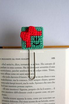 Graffetta segnalibro con pacchetto regalo, segnalibro natalizio, idea regalo Natale, regalo per lettori by Ricamoeplasticcanvas on Etsy