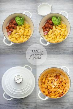 """One pot pasta: rigatoni al pomodoro e pecorino - Ricetta tratta dal blog di @paneburro  Barbara:""""http://pane-burro.blogspot.it/"""" - Casseruola rotonda cotton @LeCreusetItalia #food #cucina #ricette #pasta #lunch #dinner  #pomodoro #pecorino #primipiatti"""