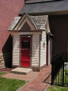 1890s Victorian Outhouse