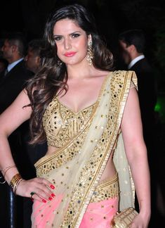 Zarine Khan looked beautiful in a saree at Arpita Khan's wedding reception in Mumbai. #Bollywood #Fashion #Style #Beauty