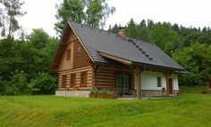 Fotogalerie realizovaných roubených staveb - roubenkyroubal.cz Hunting Cabin, Weekend House, Jacuzzi, Home Fashion, Traditional House, Studios, Cottage, House Styles, Log Cabins
