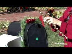 Christmas - Decorating a Mailbox