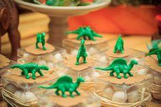 festa_dinossauros_ericavighifoto-16 Dinosaur Party Favors, Dinosaur Birthday Party, Birthday Party Themes, Dinasour Party, Festa Jurassic Park, Die Dinos Baby, Park Birthday, Festa Toy Story, Party Bags