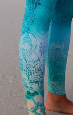 great yoga pants from Teeki, made from recycled plastic bottles and Eco friendly material